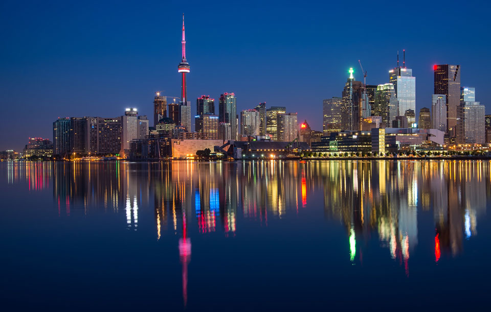 canadian hosting image of toronto waterfront